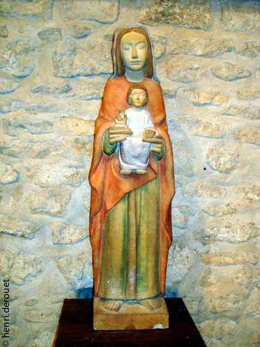 <b>Saint-Benoît près de Poitiers (86). Statue contemporaine de l'église Saint Paul
